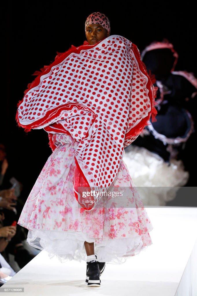 Comme des Garcons : Runway - Paris Fashion Week Womenswear Fall/Winter 2018/2019 : ニュース写真