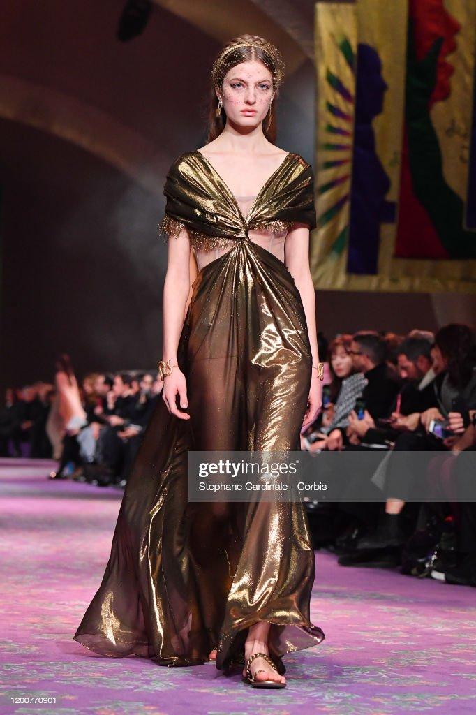 Dior : Runway - Paris Fashion Week - Haute Couture Spring/Summer 2020 : News Photo