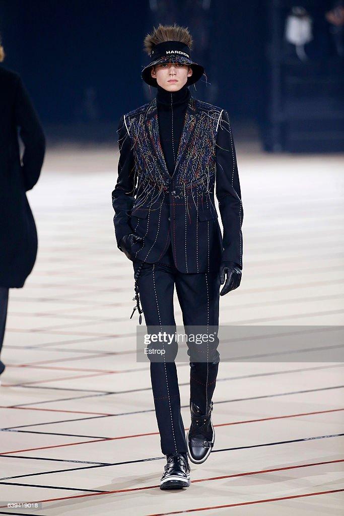 Dior Homme : Runway - Paris Fashion Week - Menswear F/W 2017-2018 : News Photo