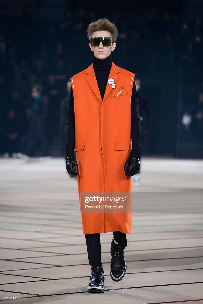 Bien-aimé Dior Homme : Runway - Paris Fashion Week - Menswear F/W 2017-2018  EC54
