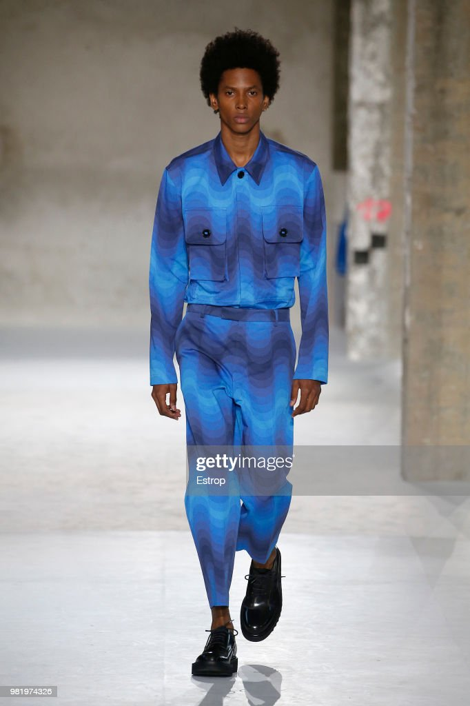 Dries Van Noten: Runway - Paris Fashion Week - Menswear Spring/Summer 2019 : ニュース写真