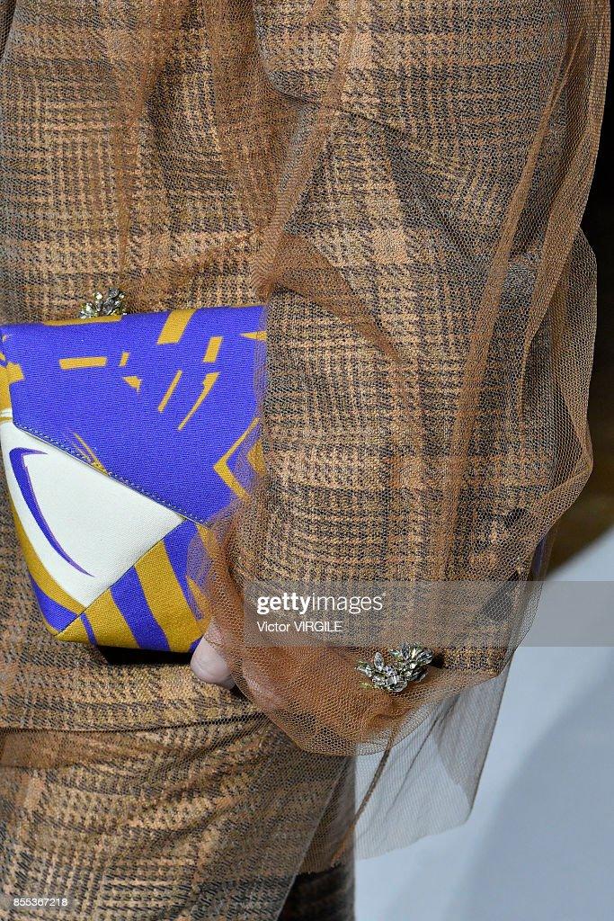 Dries Van Noten : Runway - Paris Fashion Week Womenswear Spring/Summer 2018 : Nachrichtenfoto