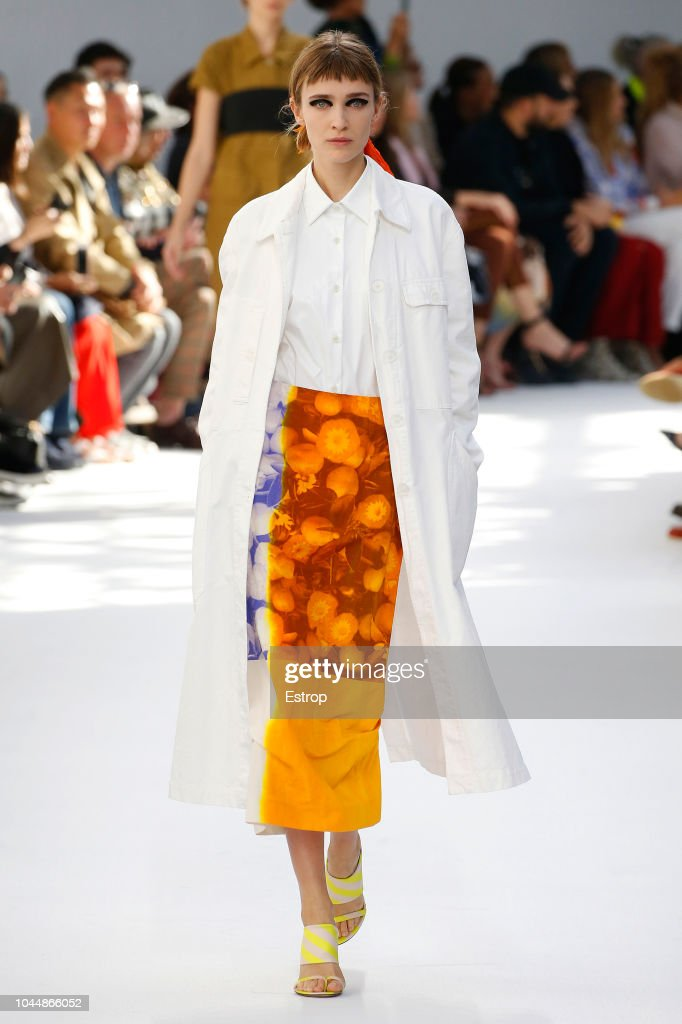 Dries Van Noten : Runway - Paris Fashion Week Womenswear Spring/Summer 2019 : ニュース写真