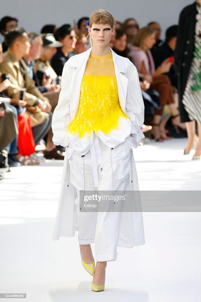 Dries Van Noten : Runway - Paris Fashion Week Womenswear Spring/Summer 2019 : ニュース写真