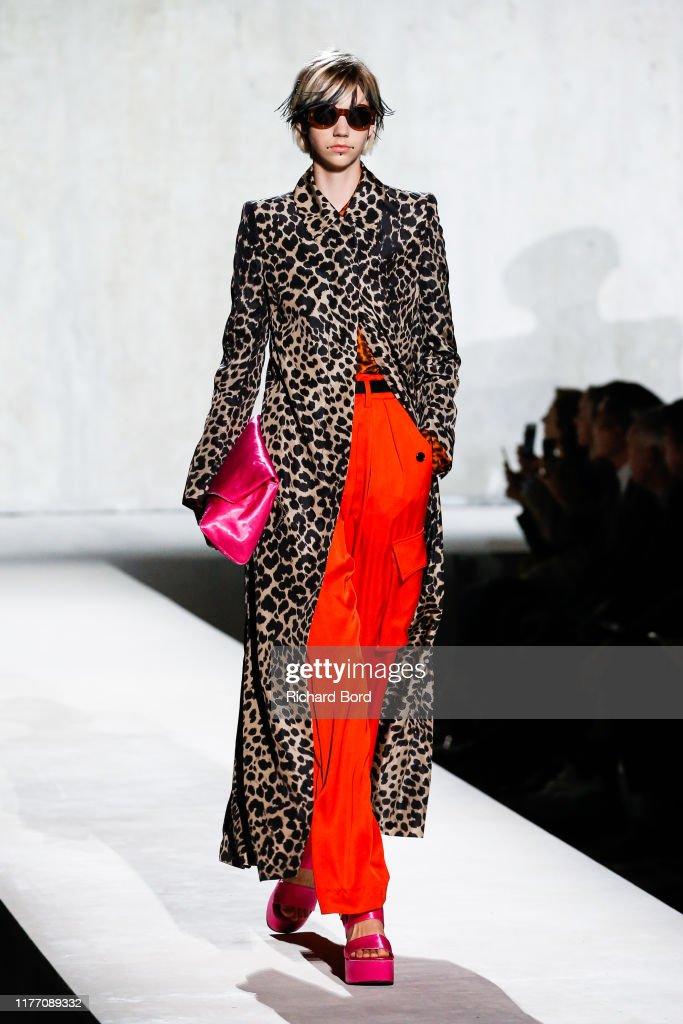 Dries Van Noten : Runway - Paris Fashion Week - Womenswear Spring Summer 2020 : News Photo