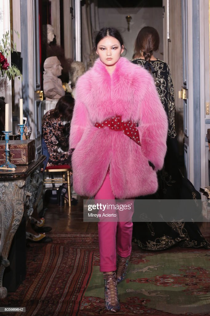 Dundas : Runway - Paris Fashion Week - Haute Couture Fall/Winter 2017-2018 : News Photo