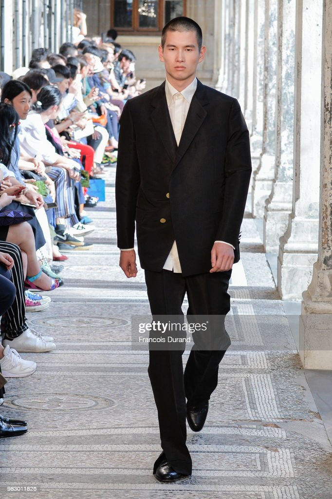 Dunhill London: Runway - Paris Fashion Week - Menswear Spring/Summer 2019 : Fotografía de noticias