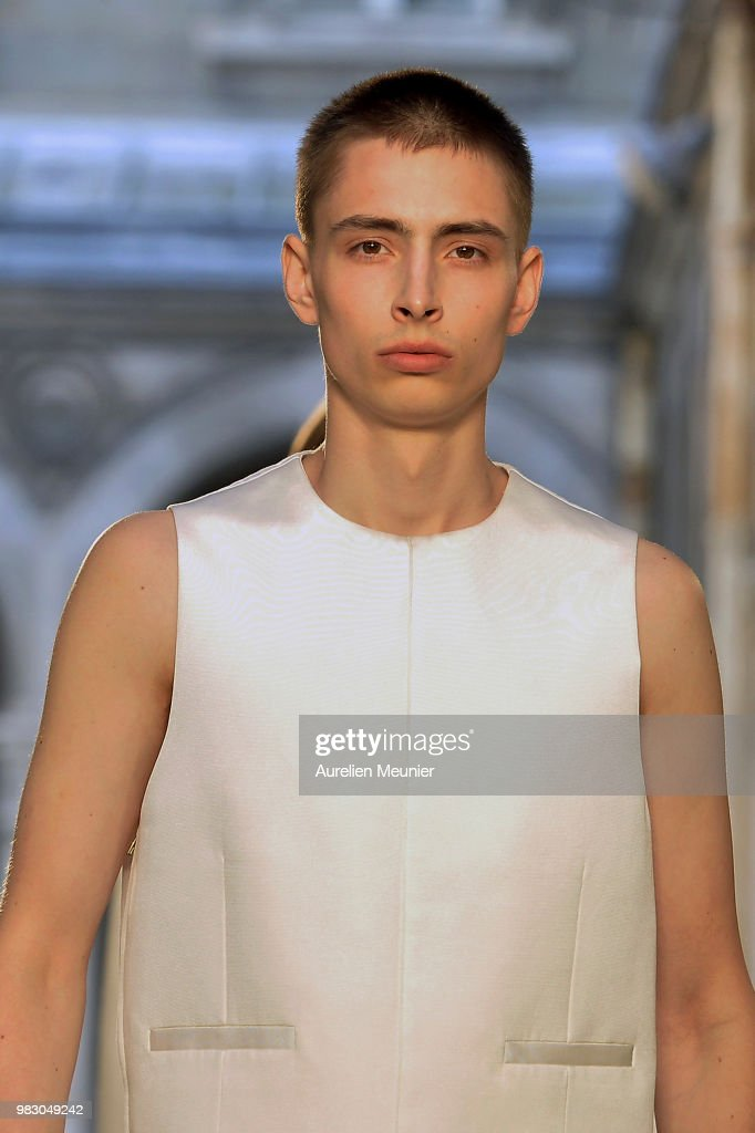 Dunhill London: Runway - Paris Fashion Week - Menswear Spring/Summer 2019 : News Photo