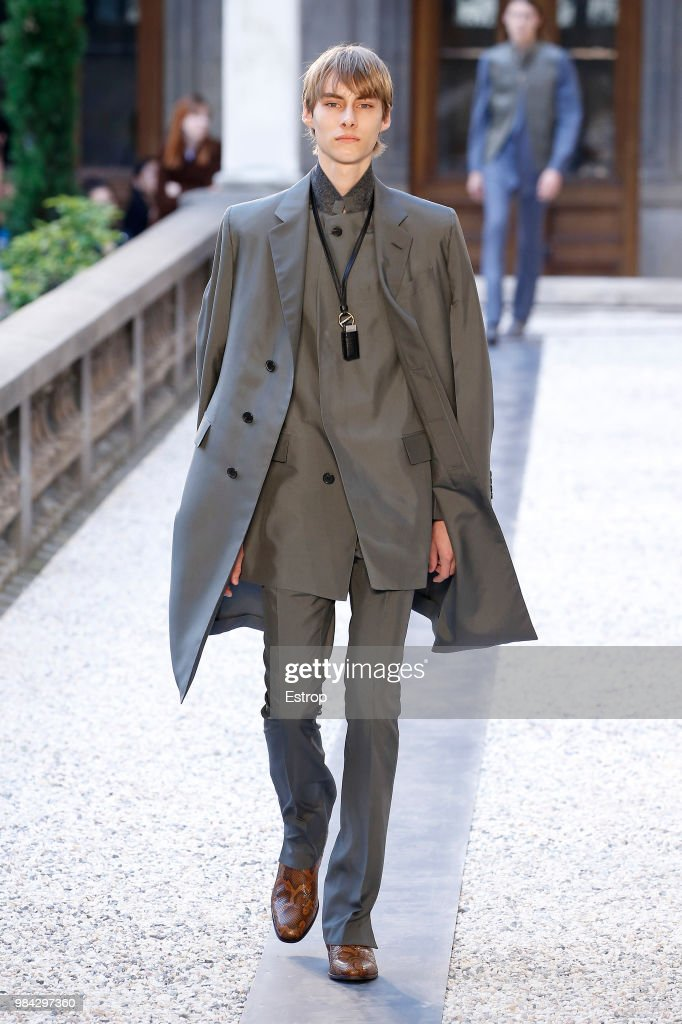 Dunhill London: Runway - Paris Fashion Week - Menswear Spring/Summer 2019