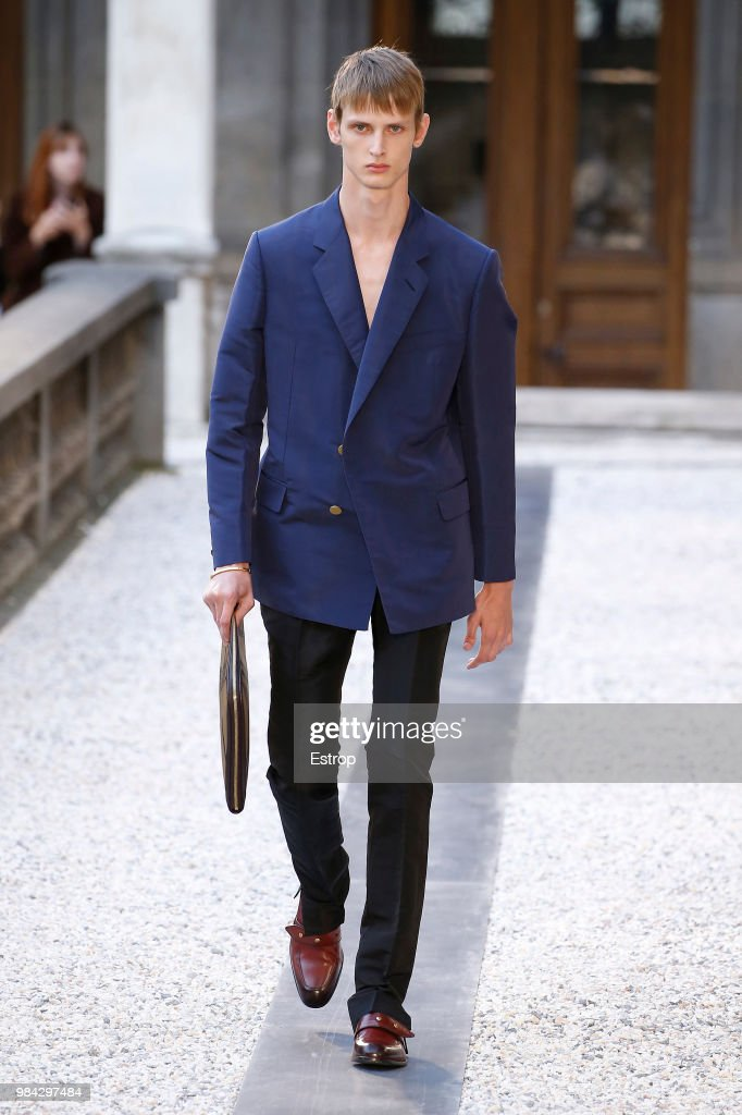 Dunhill London: Runway - Paris Fashion Week - Menswear Spring/Summer 2019 : Fotografia de notícias