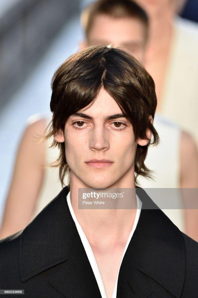Dunhill London: Runway - Paris Fashion Week - Menswear Spring/Summer 2019 : ニュース写真