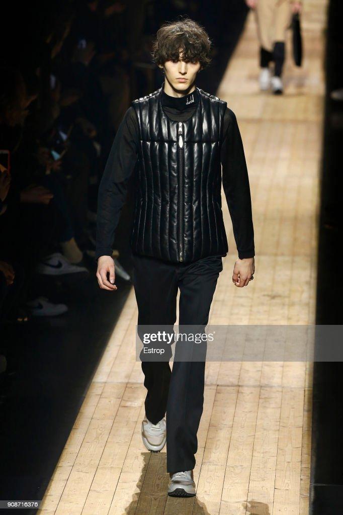Dunhill London : Runway - Paris Fashion Week - Menswear F/W 2018-2019 : ニュース写真