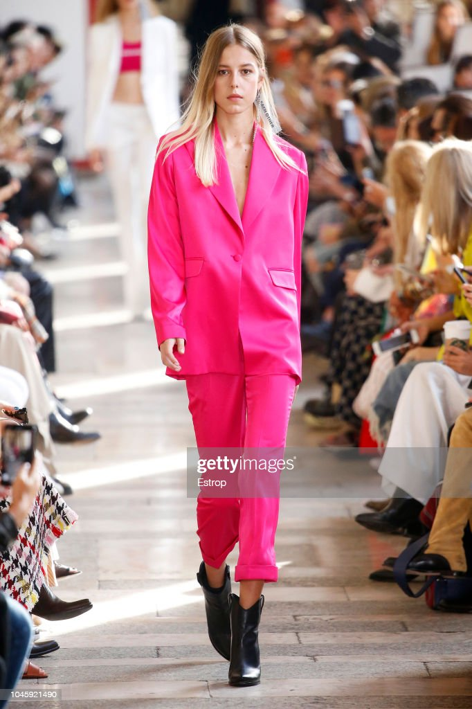 Each x Other : Runway - Paris Fashion Week Womenswear Spring/Summer 2019 : ニュース写真