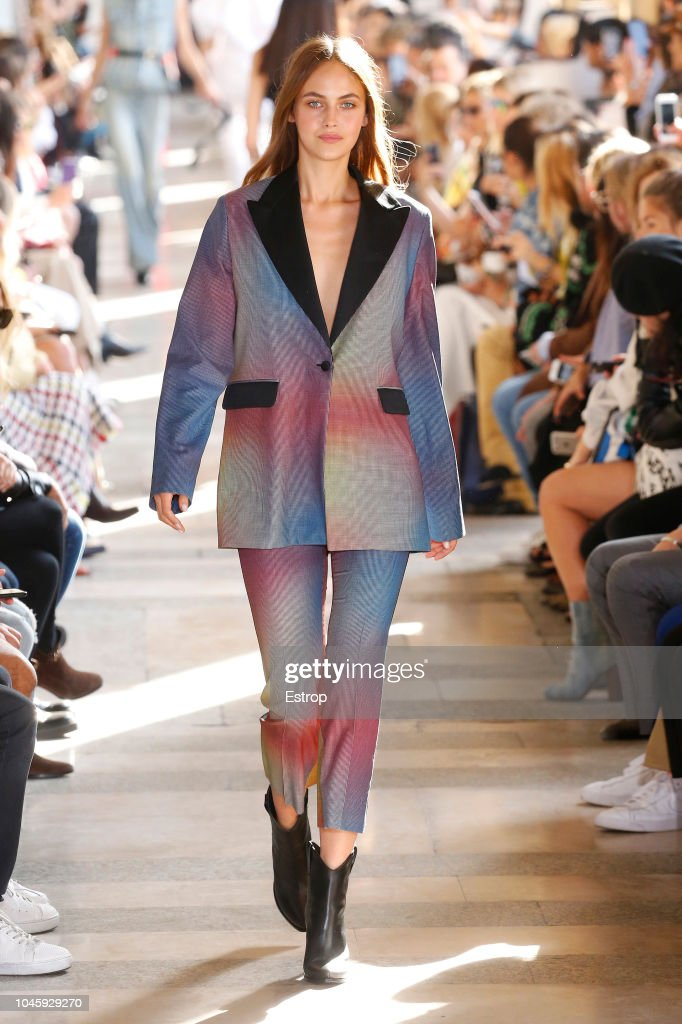 Each x Other : Runway - Paris Fashion Week Womenswear Spring/Summer 2019 : Nachrichtenfoto