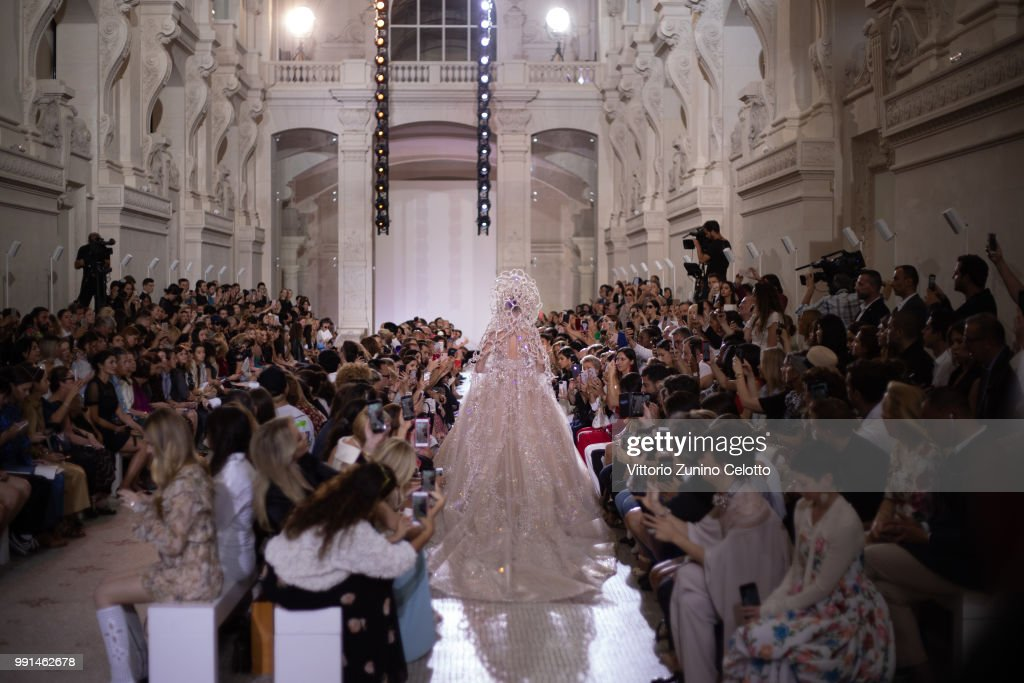Elie Saab : Runway - Paris Fashion Week - Haute Couture Fall Winter 2018/2019 : ニュース写真