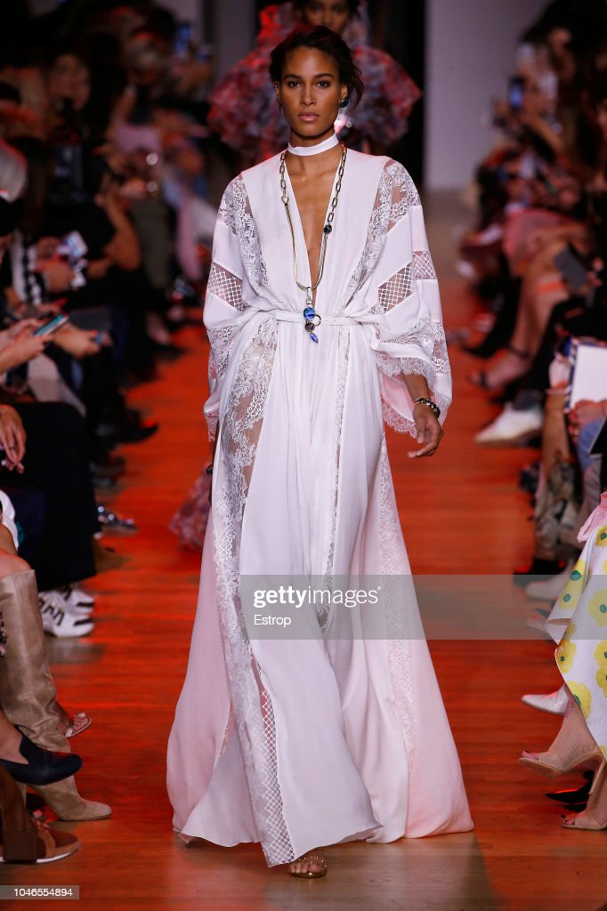 Elie Saab : Runway - Paris Fashion Week Womenswear Spring/Summer 2019 : ニュース写真