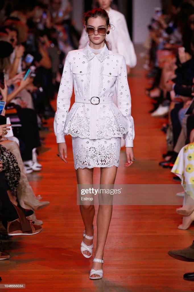 Elie Saab : Runway - Paris Fashion Week Womenswear Spring/Summer 2019 : ニュース写真