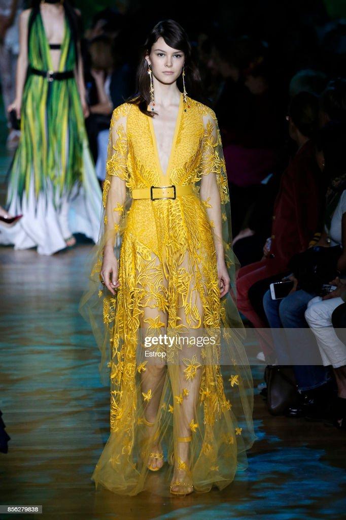 Elie Saab : Runway - Paris  Fashion Week Womenswear Spring/Summer 2018 : ニュース写真