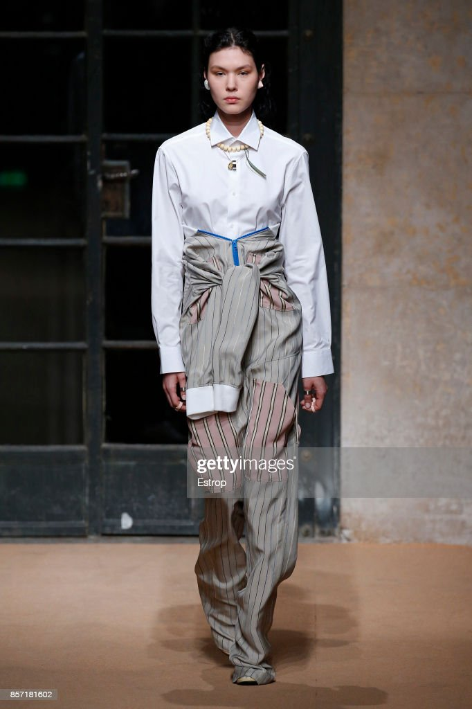 Esteban Cortazar : Runway - Paris Fashion Week Womenswear Spring/Summer 2018 : ニュース写真