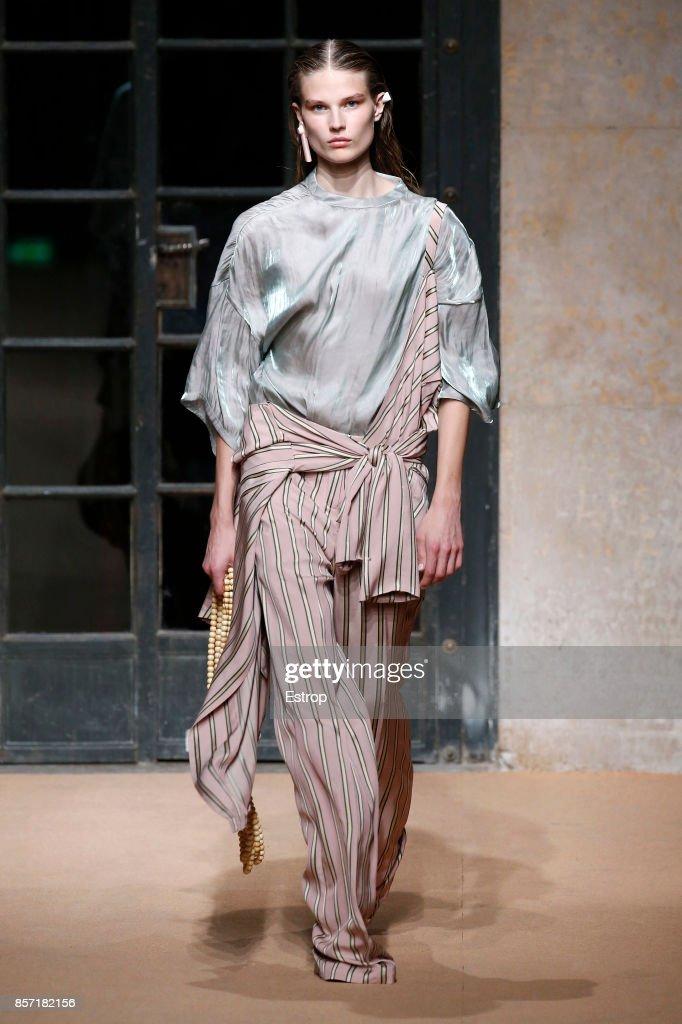 Esteban Cortazar : Runway - Paris Fashion Week Womenswear Spring/Summer 2018 : ニュース写真