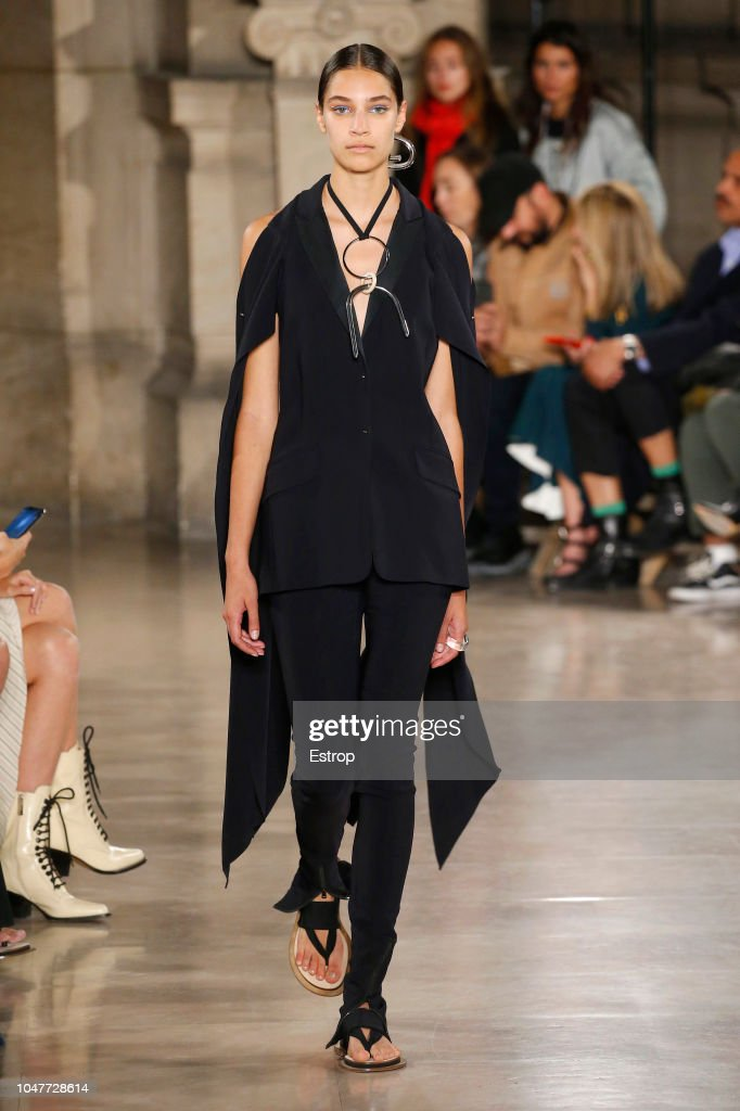 Esteban Cortazar : Runway - Paris Fashion Week Womenswear Spring/Summer 2019 : ニュース写真