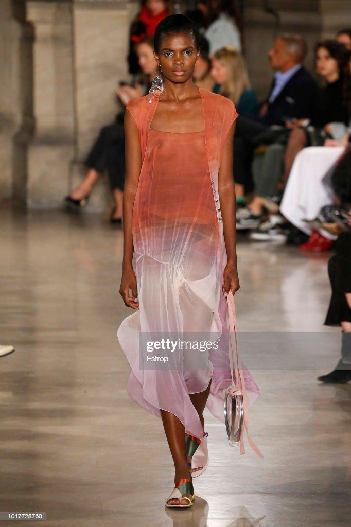 Esteban Cortazar : Runway - Paris Fashion Week Womenswear Spring/Summer 2019 : ニュース写真