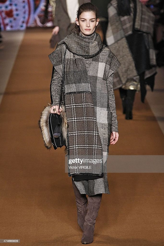 Etro - Runway - Milan Fashion Week Womenswear Autumn/Winter 2014 : News Photo
