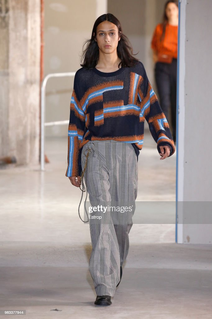 Etudes: Runway - Paris Fashion Week - Menswear Spring/Summer 2019 : ニュース写真