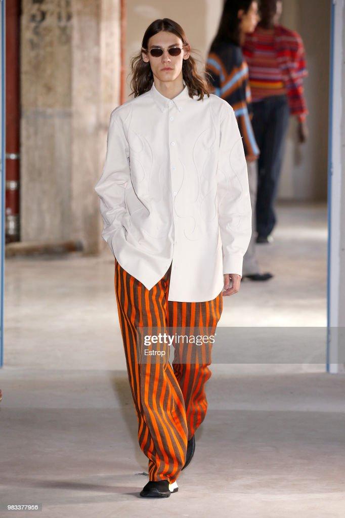 Etudes: Runway - Paris Fashion Week - Menswear Spring/Summer 2019 : News Photo
