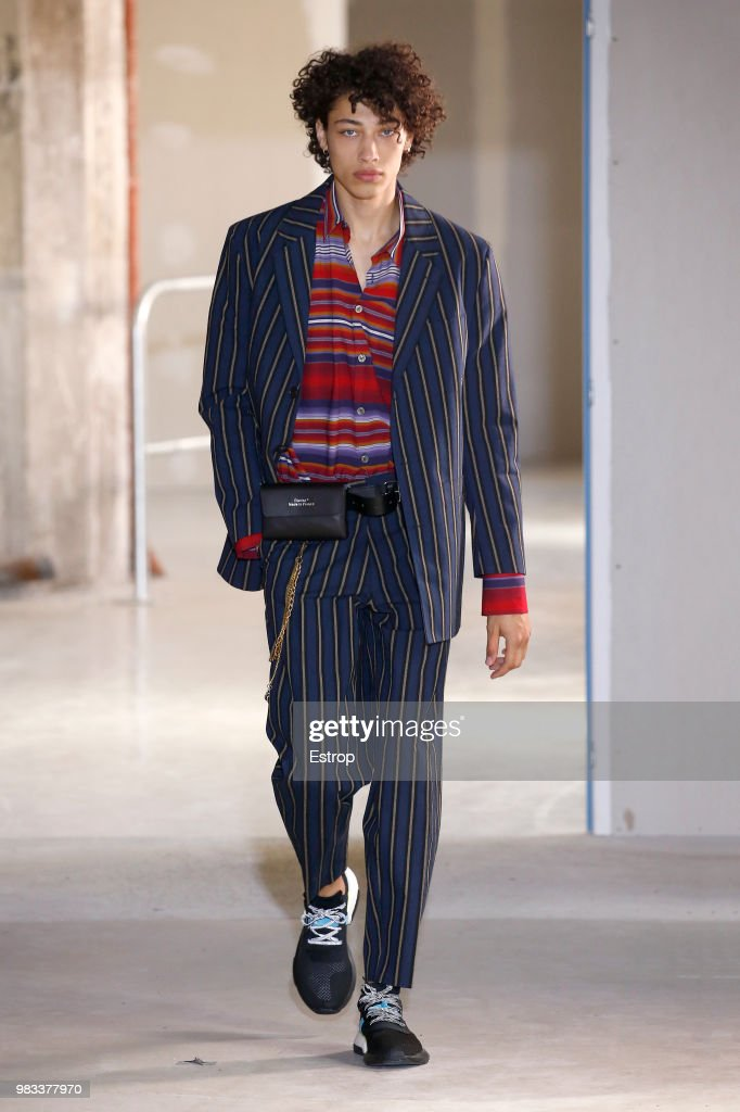Etudes: Runway - Paris Fashion Week - Menswear Spring/Summer 2019 : ニュース写真
