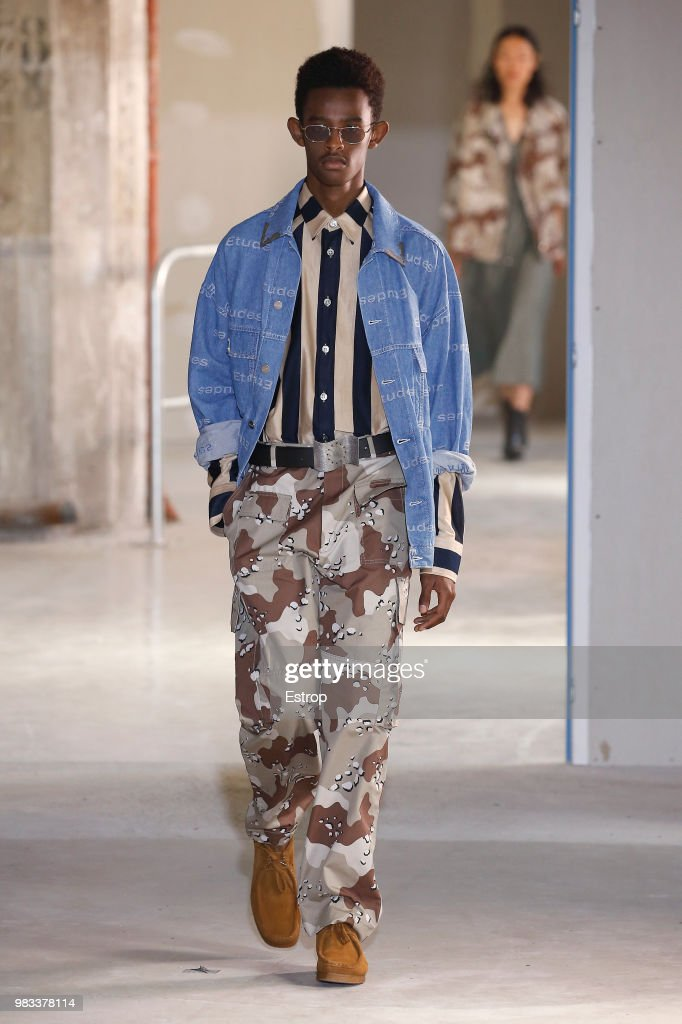 Etudes: Runway - Paris Fashion Week - Menswear Spring/Summer 2019 : Nachrichtenfoto