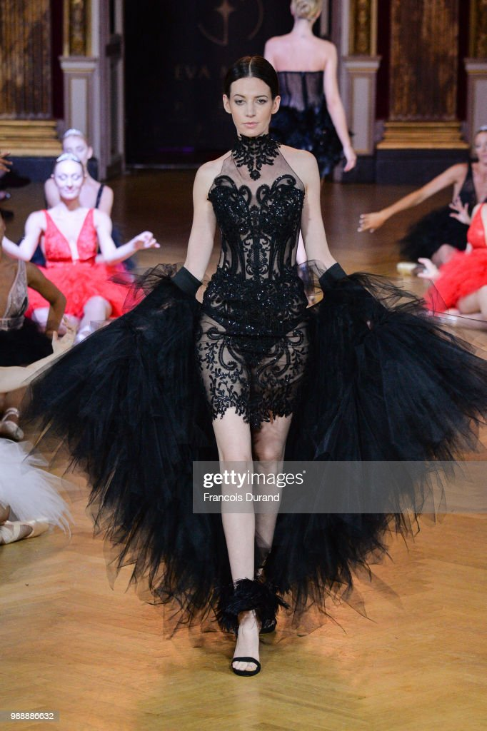 model-walks-the-runway-during-the-eva-minge-haute-couture-fall-winter-picture-id988886632