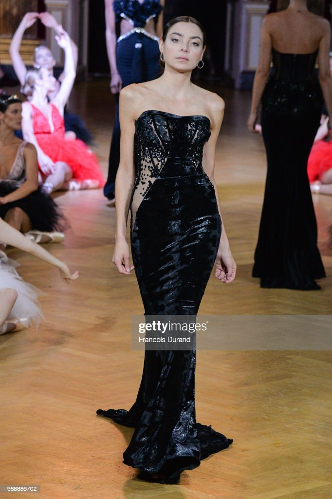 model-walks-the-runway-during-the-eva-minge-haute-couture-fall-winter-picture-id988886702