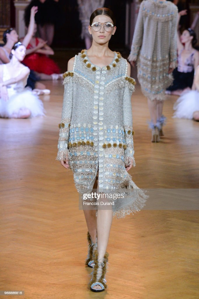 model-walks-the-runway-during-the-eva-minge-haute-couture-fall-winter-picture-id988886816