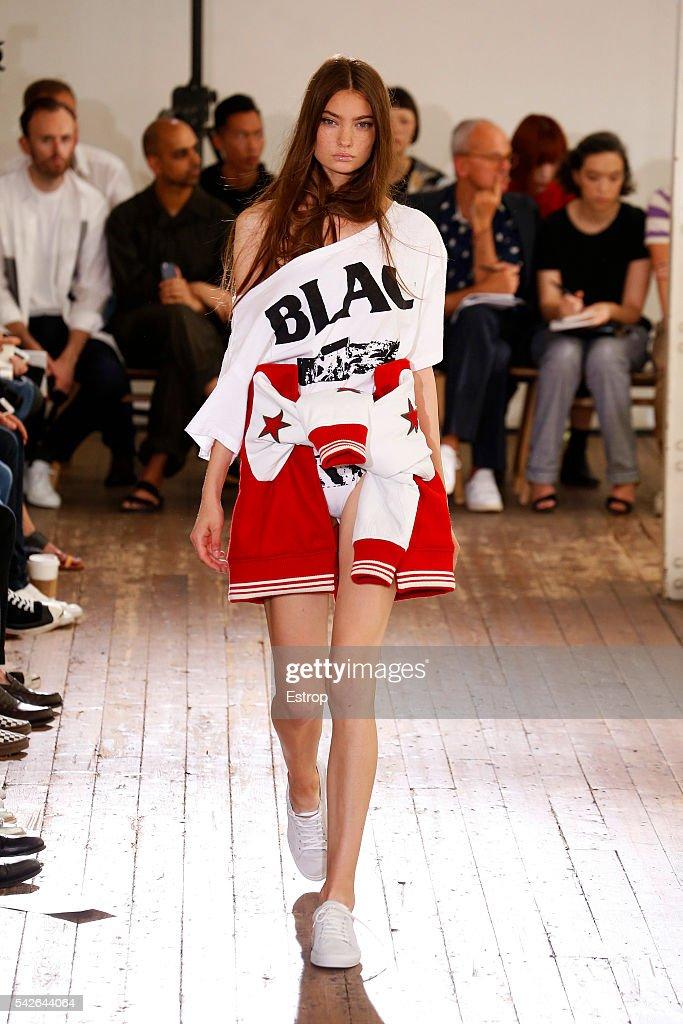Facetasm : Runway - Paris Fashion Week - Menswear Spring/Summer 2017 : News Photo