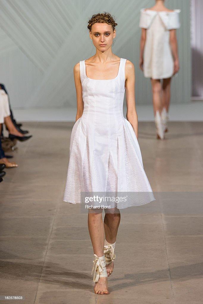 Fatima Lopes : Runway - Paris Fashion Week Womenswear  Spring/Summer 2014 : Nachrichtenfoto