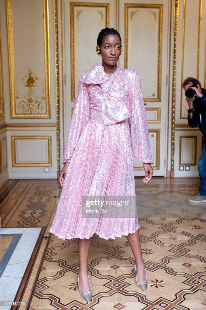 Flying Solo : Runway - Paris Fashion Week - Womenswear Spring Summer 2020 : Photo d'actualité