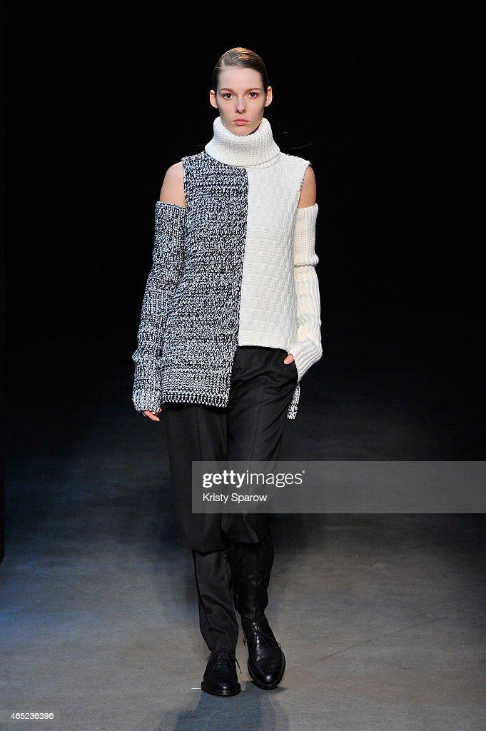 Gauchere: Runway - Paris Fashion Week Womenswear Fall/Winter 2015/2016 : News Photo
