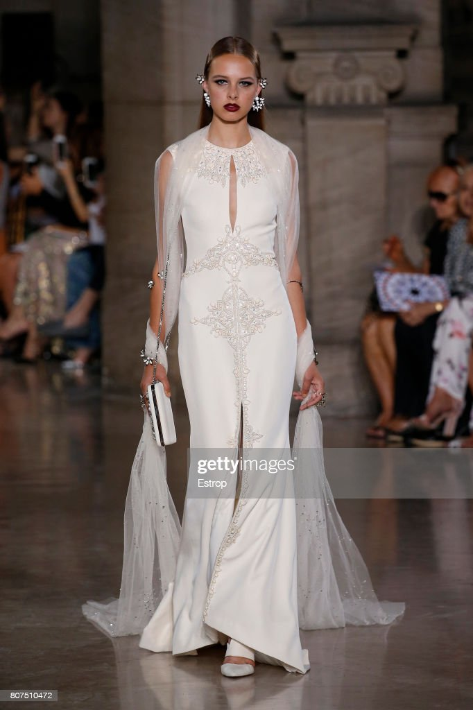 Georges Hobeika : Runway - Paris Fashion Week - Haute Couture Fall/Winter 2017-2018 : News Photo