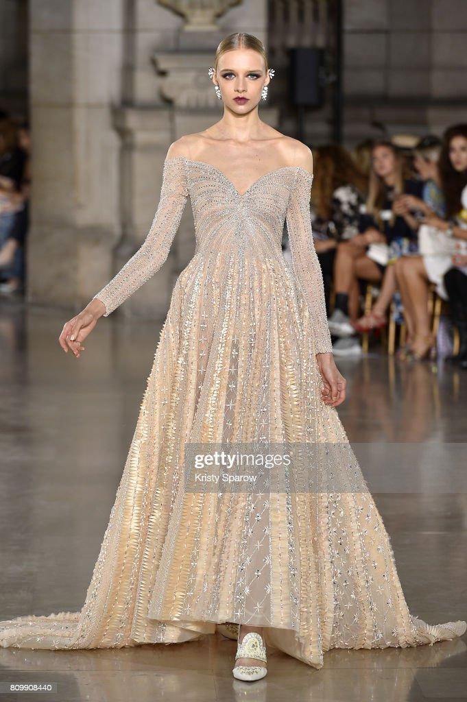 Georges Hobeika : Runway - Paris Fashion Week - Haute Couture Fall/Winter 2017-2018 : News Photo