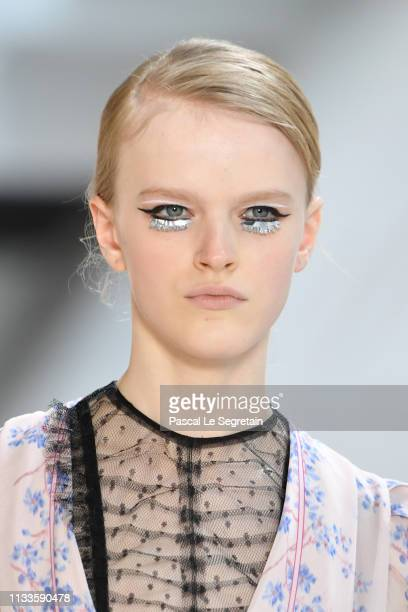 Model walks the runway during the Giambattista Valli show as part of the Paris Fashion Week Womenswear Fall/Winter 2019/2020 on March 04, 2019 in...