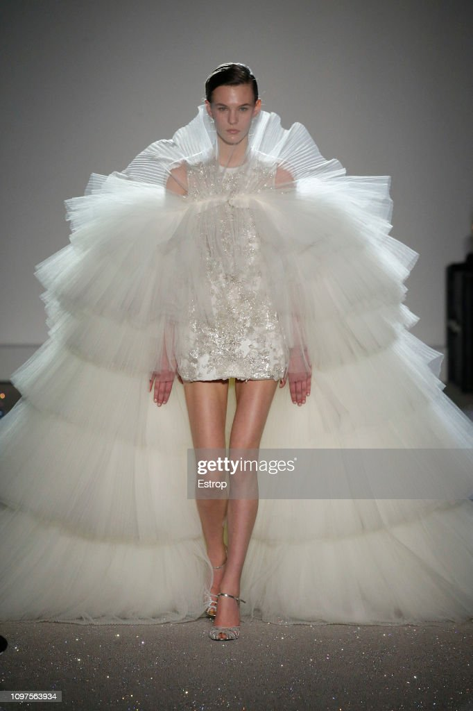Giambattista Valli : Runway - Paris Fashion Week - Haute Couture Spring Summer 2019 : News Photo