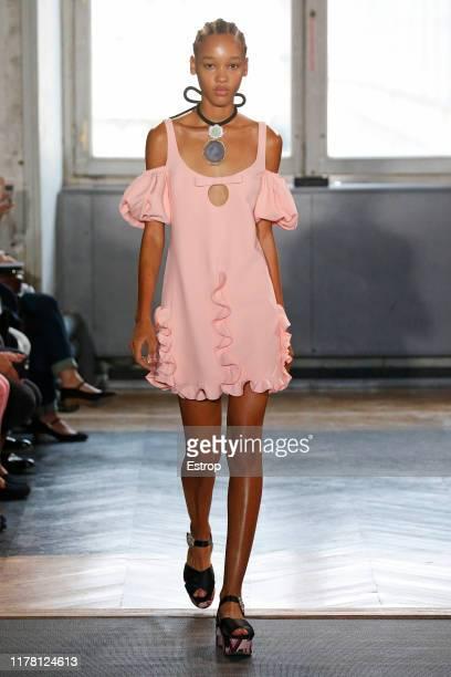 Model walks the runway during the Giambattista Valli Womenswear Spring/Summer 2020 show as part of Paris Fashion Week on September 30, 2019 in Paris,...