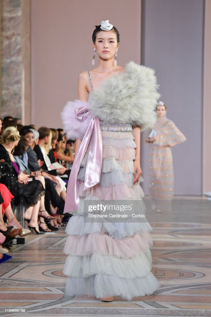 Giorgio Armani Prive : Runway - Paris Fashion Week - Haute Couture Fall/Winter 2019/2020 : News Photo