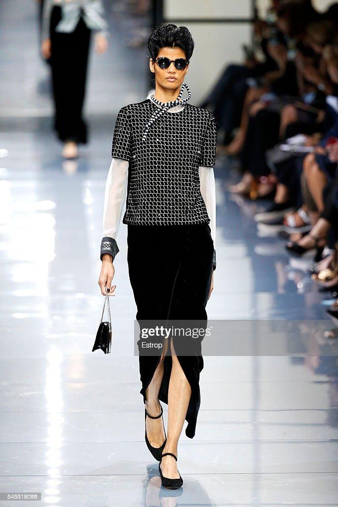 Giorgio Armani Prive : Runway - Paris Fashion Week - Haute Couture Fall/Winter 2016-2017 : News Photo