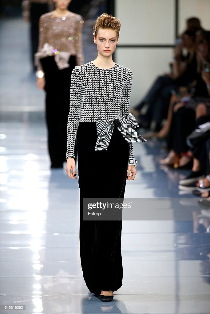 Giorgio Armani Prive : Runway - Paris Fashion Week - Haute Couture Fall/Winter 2016-2017 : News Photo
