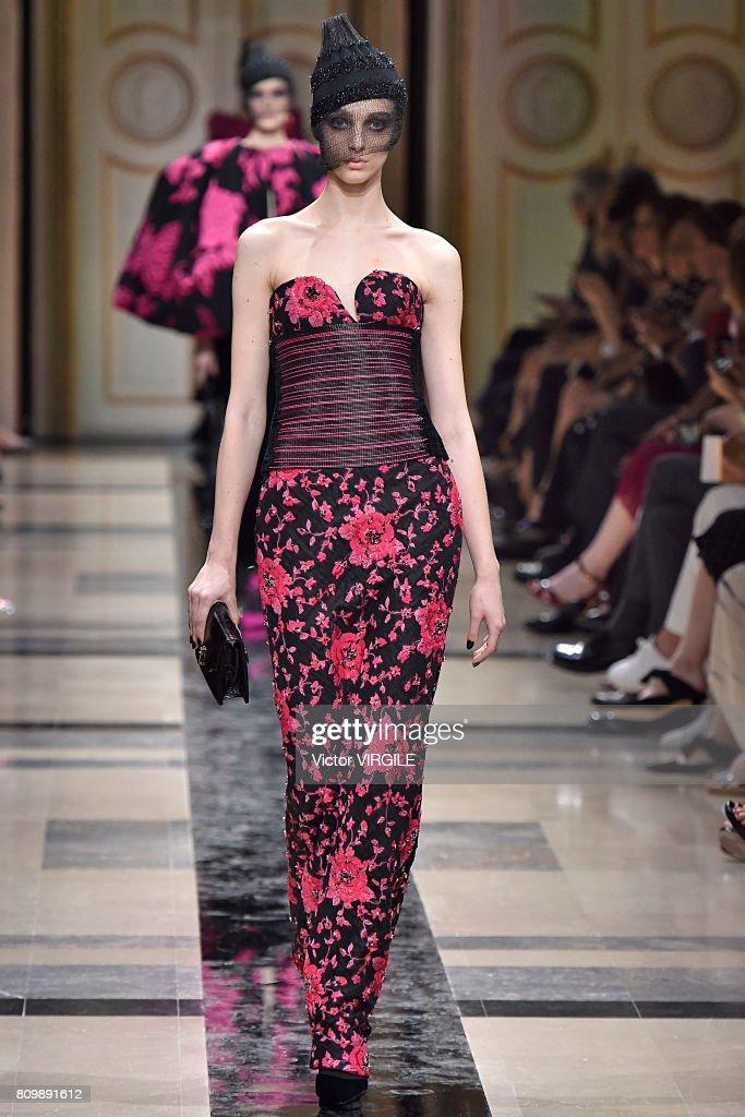 Giorgio Armani Prive : Runway - Paris Fashion Week - Haute Couture Fall/Winter 2017-2018 : News Photo