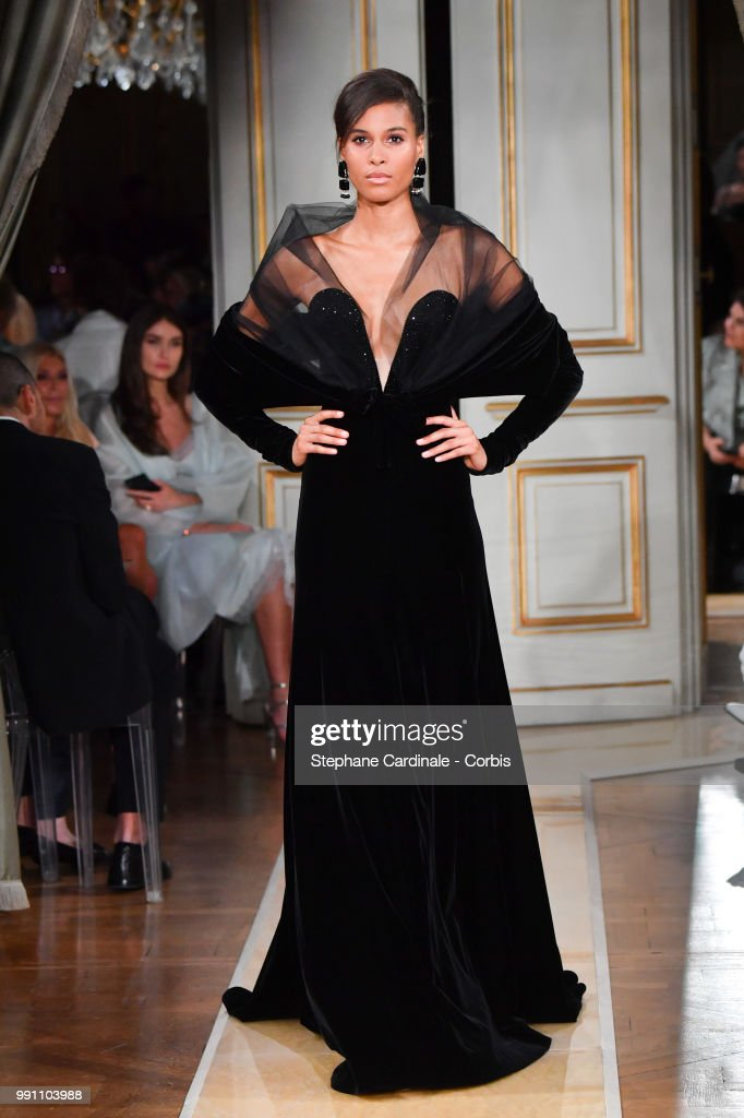 model-walks-the-runway-during-the-giorgio-armani-prive-haute-couture-picture-id991103988