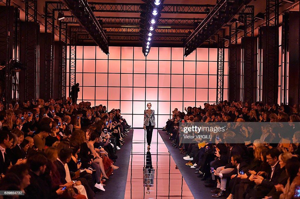 Giorgio Armani Prive : Runway - Paris Fashion Week - Haute Couture Spring Summer 2017 : News Photo
