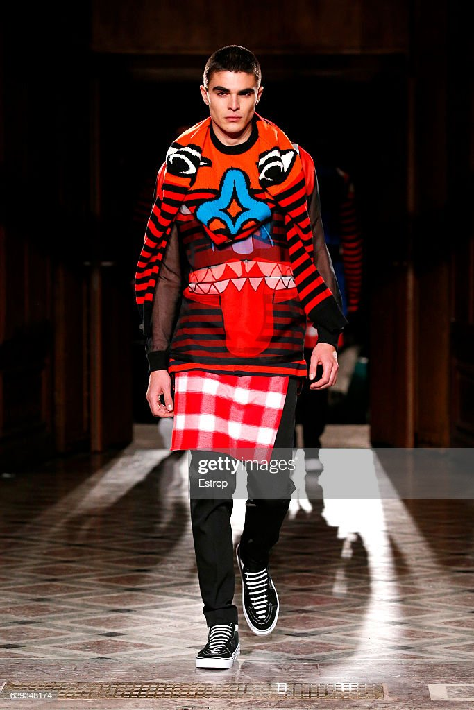 Givenchy : Runway - Paris Fashion Week - Menswear F/W 2017-2018 : News Photo